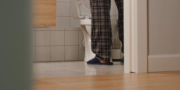 Uriner la nuit serait un signe d'hypertension