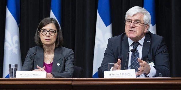 Michel A. Bureau, président de la Commission sur les soins de fin de vie, accompagné de la ministre de...