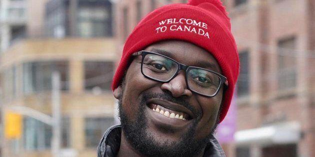 Victor, qui est originaire de l'Ouganda et qui considère maintenant le Canada comme sa patrie, est fier de «détricoter» la haine.