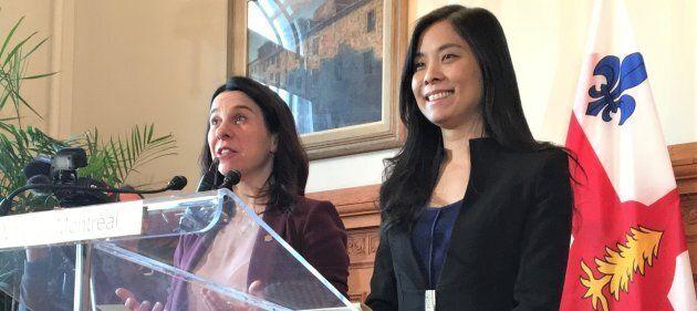 La mairesse de Montréal Valérie Plante (gauche) et Cathy Wong (droite), lors de la nomination de Mme Wong à titre de présidente du conseil municipal en novembre 2017.