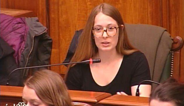 Me Virginie Dufresne-Lemire, avocate spécialisée en abus d'autorité, lors de son passage devant la Commission de la sécurité publique de Montréal.