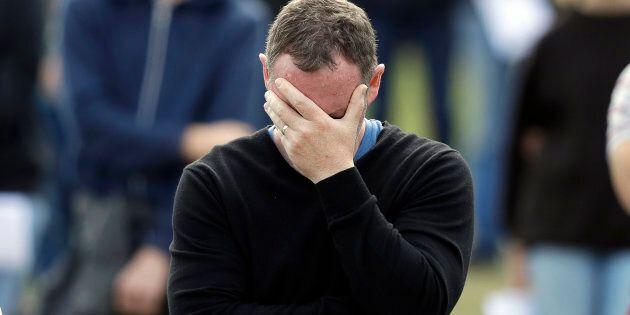 Les émotions sont fortes lors d'un service commémoratif national à Hagley Park en l'honneur des victimes...