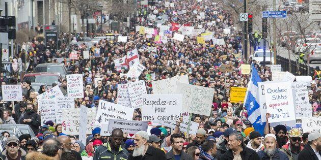 Des groupes ont manifesté à Montréal, dimanche, contre le projet de loi sur la laïcité du gouvernement Legault.