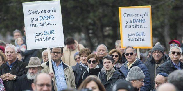 Laïcité: Des élus de divers milieux manifestent contre le projet de loi