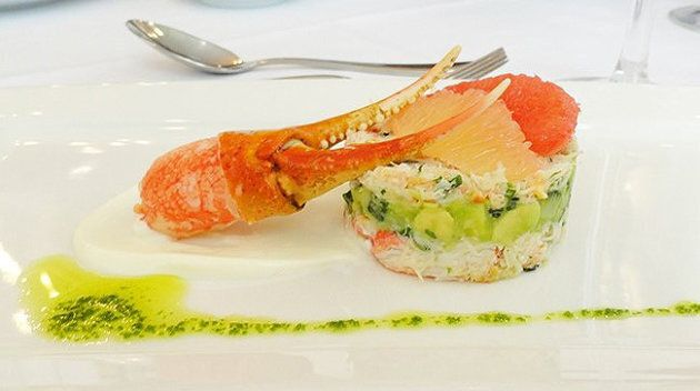 Crabe des neiges, avocats, pamplemousse rose
