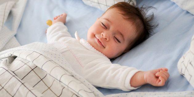 Après des mois sans dormir, une médecin de famille nouvellement maman a étudié les preuves scientifiques...