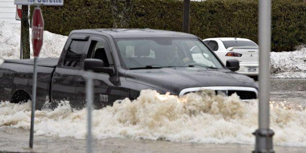 La situation s'est dégradée à Sainte-Marie, en Beauce, où le boulevard Vachon est inondé, «une première»...