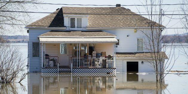Une résidence inondée par la crue de la rivières des Outaouais à Hudson, près de