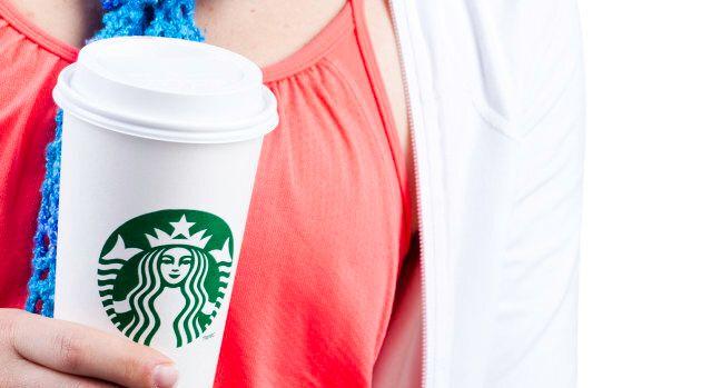 Les gobelets jetables, comme ceux de chaînes comme Starbucks ou Tim Hortons, pourraient être bannis de