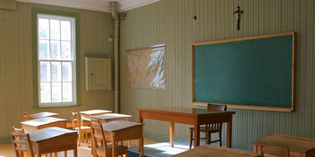 Pourquoi y ajouter les enseignants? Parce que dans une école, les enseignants sont en position d'autorité...