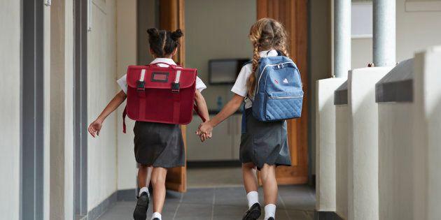 De tels programmes d'humanisation devraient être la raison d'être de l'école obligatoire et avoir pour objectif l'épanouissement de l'élève.