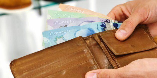 Si vous pouvez bien garder un petit peu d'argent pour une dépense imprévue ou vous gâter, il serait sage...