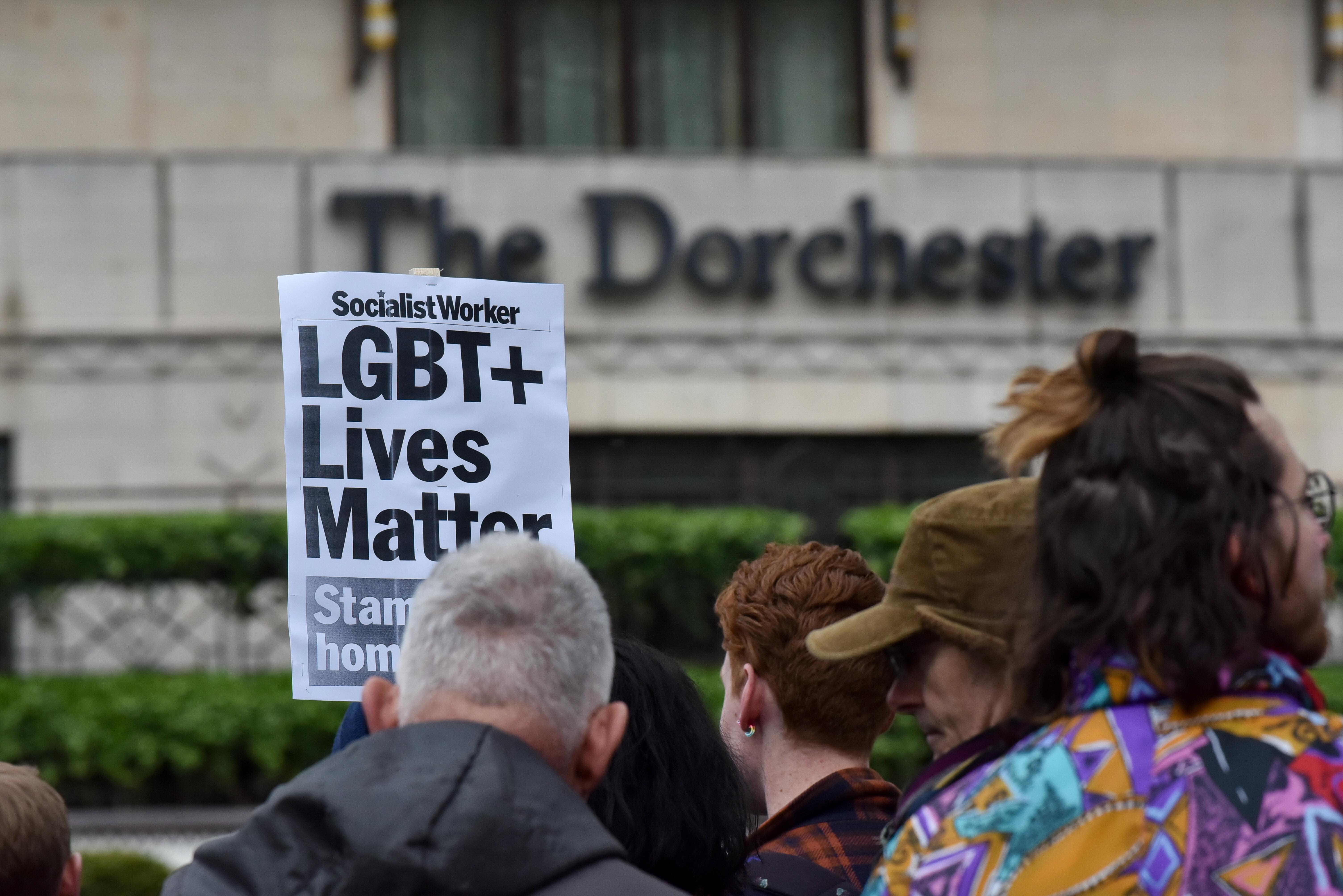 런던 도체스터 호텔 앞에서 벌어진 브루나이 샤리아법에 대한 항의