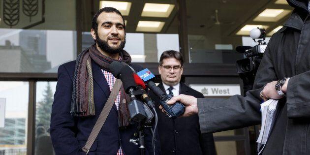 Omar Khadr, ancien prisonnier de Guantanamo, avec son avocat, Nathan Whitling, devant le tribunal d'Edmonton, le 25 mars 2019. Un juge a déclaré que Omar Khadr avait purgé sa peine.