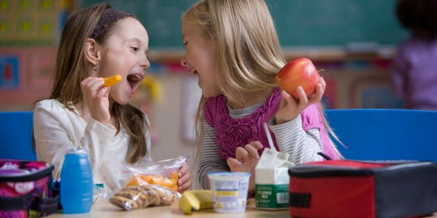 Quand la désinformation et les pressions politiques de l'industrie pour restreindre la publicité d'aliments et de boissons à faible valeur nutritive ciblant les enfants favorisent l'industrie de la malbouffe plutôt que la santé de la population...
