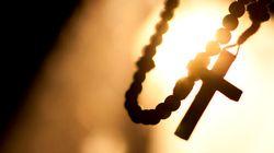 Prise d'empreintes digitales pour les prêtres