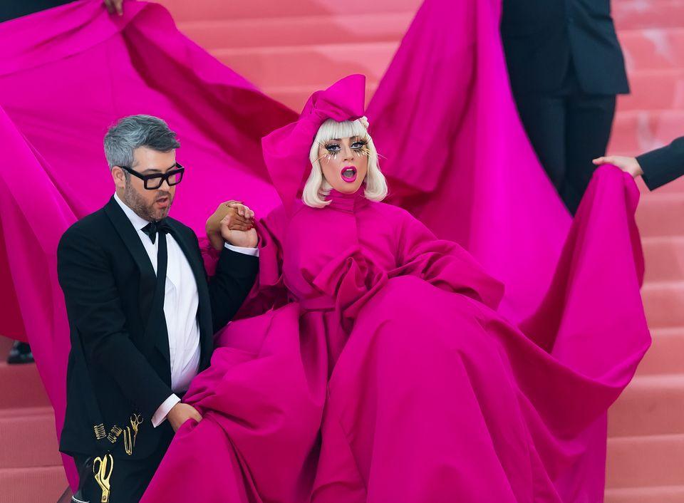 Met Gala 2019: trionfa l'eccesso. Lady Gaga regina del red
