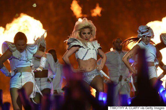 Le ventre de Lady Gaga fait l'objet de critiques lors du Super Bowl: hallucinant?!