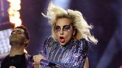 Voyez Lady Gaga chanter sur le toit du stade NRG pendant le Super