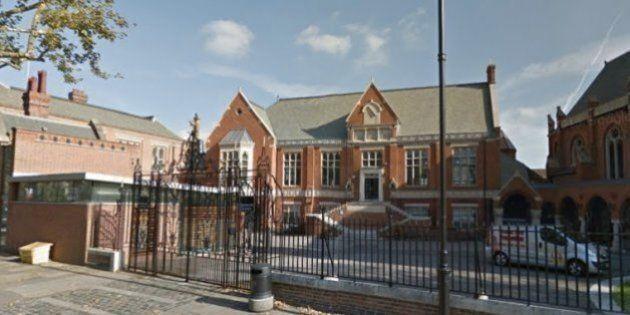 Cette école privée de Londres veut autoriser les garçons à porter l'uniforme avec