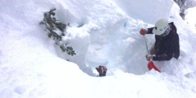 Secouristes déployés après une avalanche près de