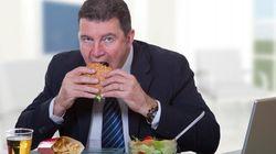 39% des Canadiens mangent leur lunch à leur poste de