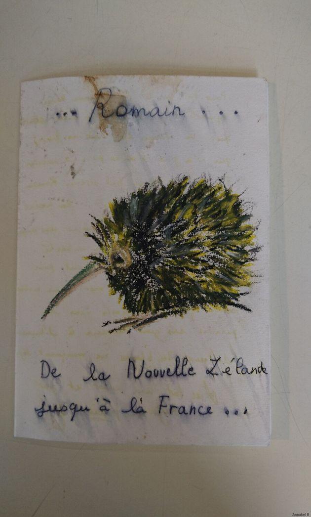 Une bouleversante exposition des hommages pour les attentats de novembre en France