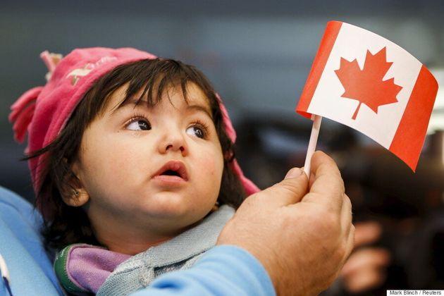Des Canadiens binationaux touchés par l'interdiction de séjour aux