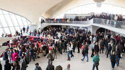 Décret anti-réfugiés: perturbations à l'aéroport