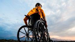 Totalement paralysé, il réussit à se servir de son bras et de sa