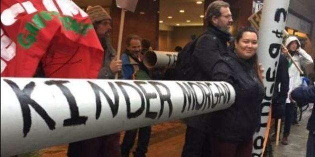 Des militants écologistes manifestent au