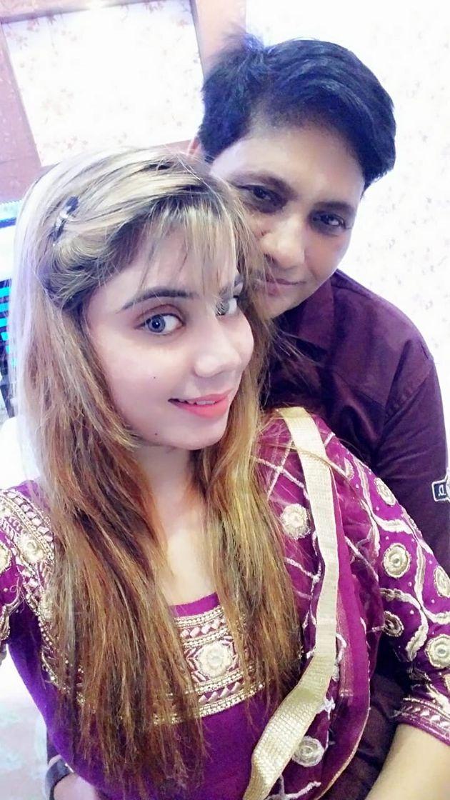 Manjit e Seerat levam uma vida pacífica em Jalandhar. Mas, como tantos outros casais homossexuais,...