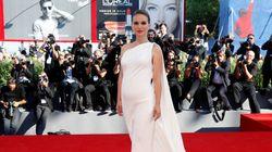 Natalie Portman dévoile qu'elle est enceinte sur le tapis rouge