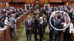 Bousculade aux Communes: Trudeau présente (encore) ses