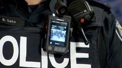 Des policiers montréalais munis de caméras