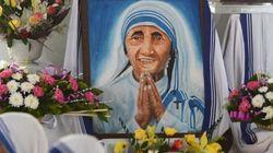 Mère Teresa a été canonisée par le pape François devant des milliers de