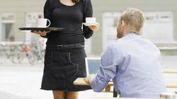 L'obligation des jupes courtes et des talons hauts est examinée de