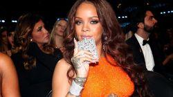 Aux Grammys, Rihanna n'a pas quitté sa flasque de la