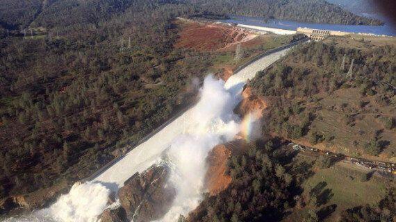 Ordre d'évacuation en aval d'un barrage qui menace de céder en Californie