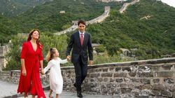 Sophie Grégoire Trudeau épate en rouge en visite officielle en
