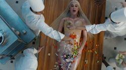 Katy Perry, dénudée, se fait cuisiner dans son nouveau