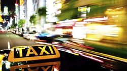 Des chauffeurs de taxi paient des pots-de-vin aux portiers