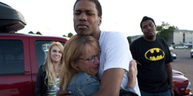 Tuerie au Colorado: des victimes poursuivent le cinéma