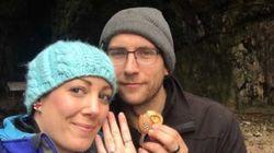 Elle a porté sa bague de fiançailles pendant un an sans le