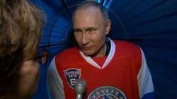 Poutine commente l'éviction du patron du FBI... en sortant de son match de