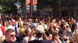 Le très beau moment qui a eu lieu après la minute de silence à Manchester