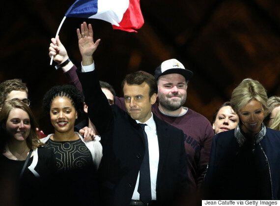 Qui est le «mec à la casquette» avec Emmanuel Macron sur la scène du Louvre?