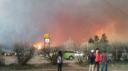 Désertée par ses habitants, Fort McMurray est ravagée par les flammes