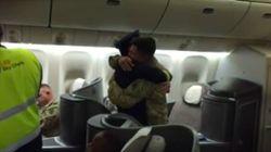 Ce pilote a fait une très belle surprise à son fils soldat