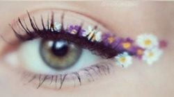 La dernière tendance maquillage? Le eyeliner « fleuri
